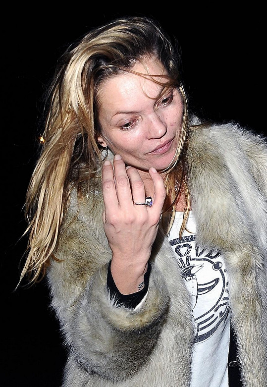 Kate Moss je svými návraty z barů proslulá.