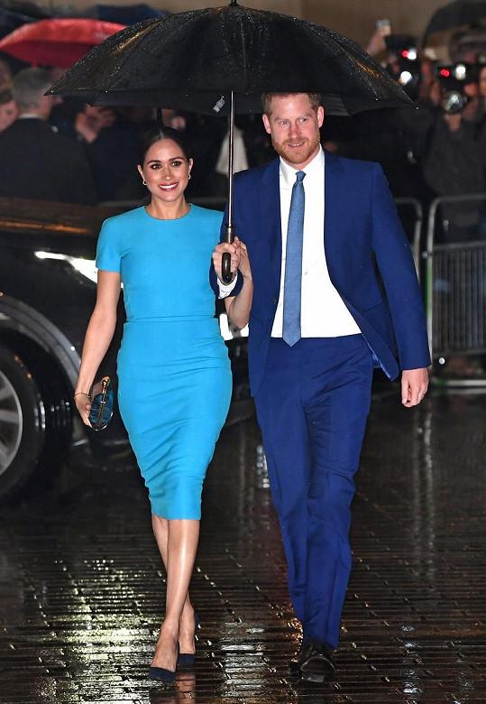 Vévoda a vévodkyně ze Sussexu dorazili do Londýna.