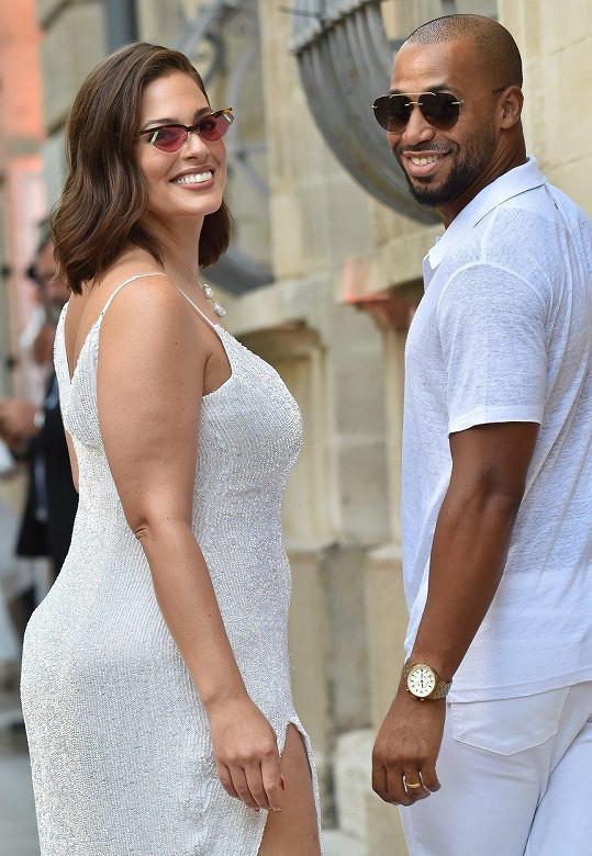 Nechyběli hvězdní hosté, jako modelka Ashley Graham s manželem.