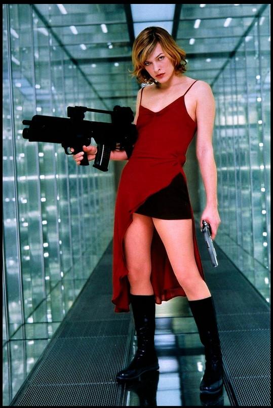Milla Jovovich ve filmu Resident Evil (2002)