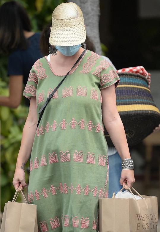 Katy Perry vyfotili poprvé od porodu na veřejnosti.