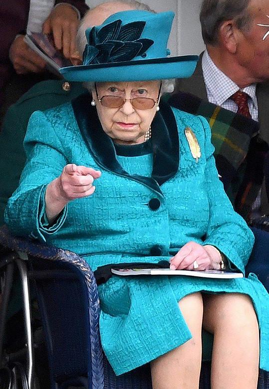 Královna Alžběta II. určuje pravidla v Buckinghamském paláci.