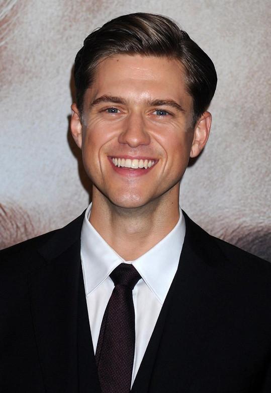 Aaron Tveit získal roli Dannyho.