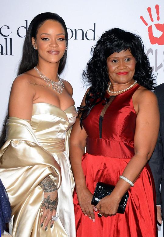 Rihanna se mamince vůbec nepodobá.