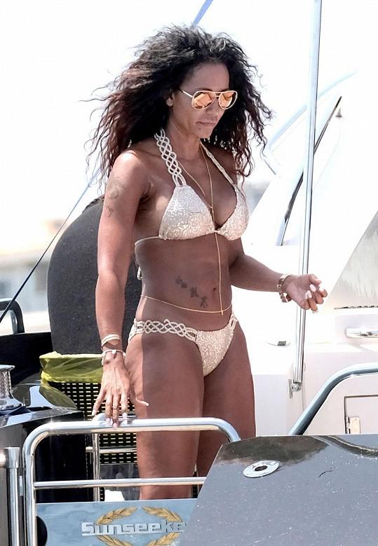 Mel B má po čtyřicítce dokonalou figuru.