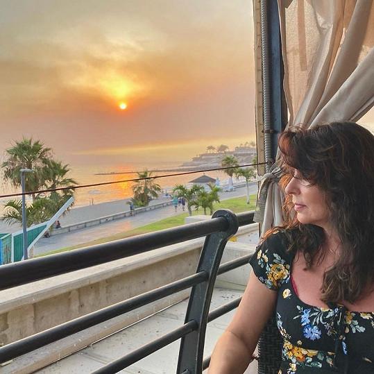 Zpěvačka relaxuje na Tenerife.