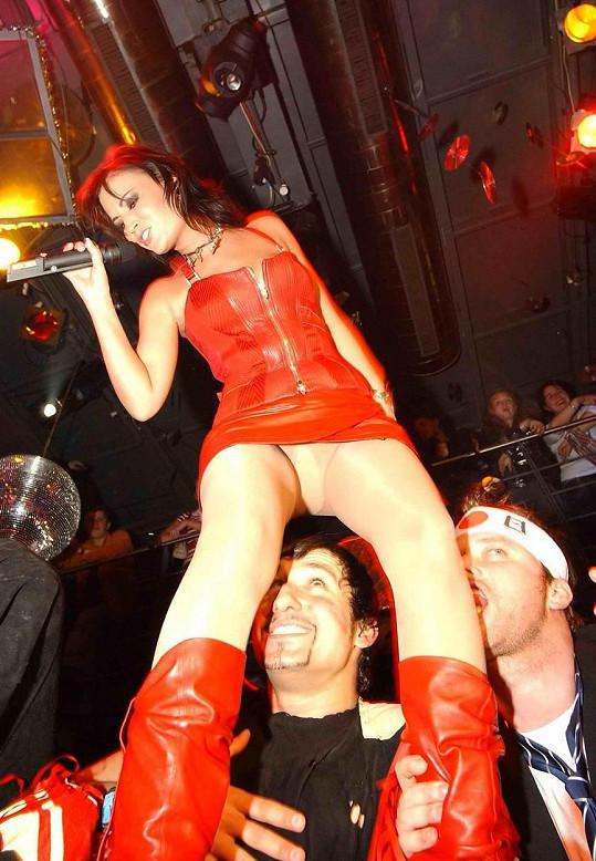 Gábina Partyšová jako zpívající rebelka v roce 2004