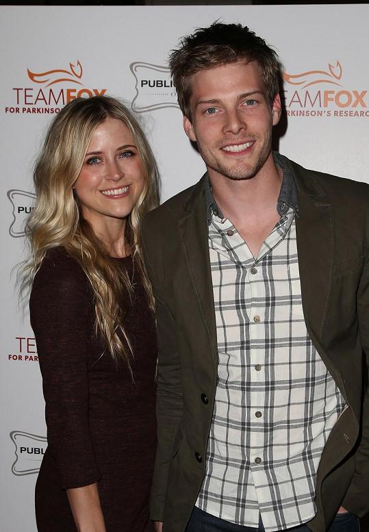 Hunter Parrish poznal manželku při natáčení seriálu Tráva.