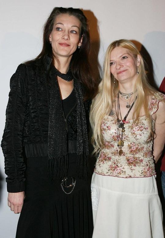Kvasničková s další dětskou hvězdou seriálu My všichni školou povinní Michaelou Kudláčkovou na snímku z roku 2007