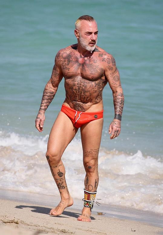 Gianluca je milovníkem slipových plavek