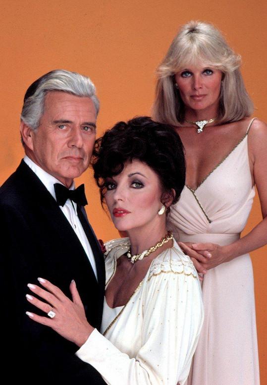 Joan Collins jako Alexis v Dynastii. Na snímku s Lindou Evans a Johnem Forsythem