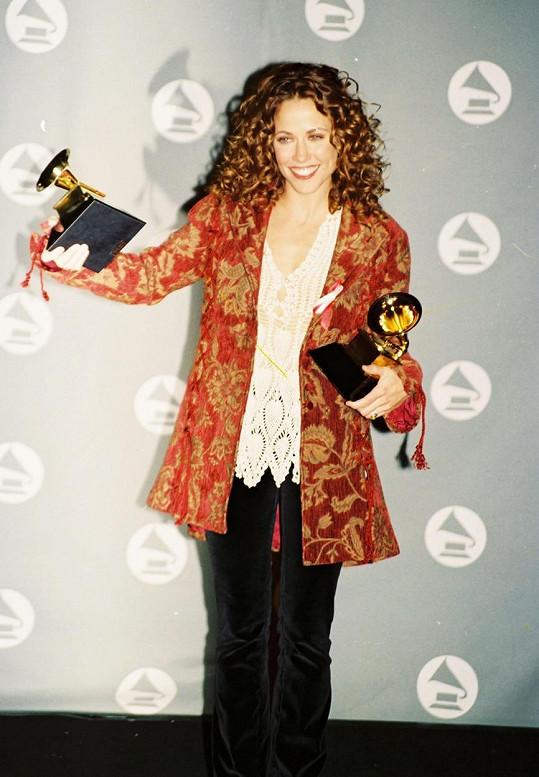 Sheryl Crow na udílení cen Grammy v roce 1995