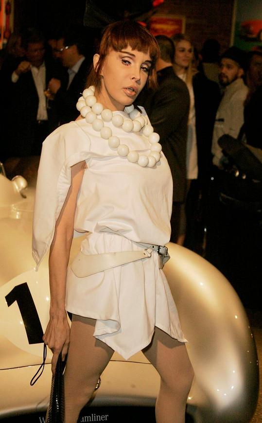 Sophia Lamar jako modelka.