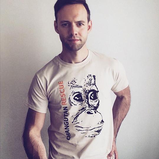 Michael se rozhodl angažovat v případu týrání malého orangutana.