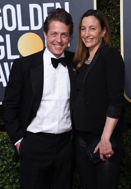 Hugh Grant chystá svtabu s Annou Eberstein. Mají spolu tři děti.