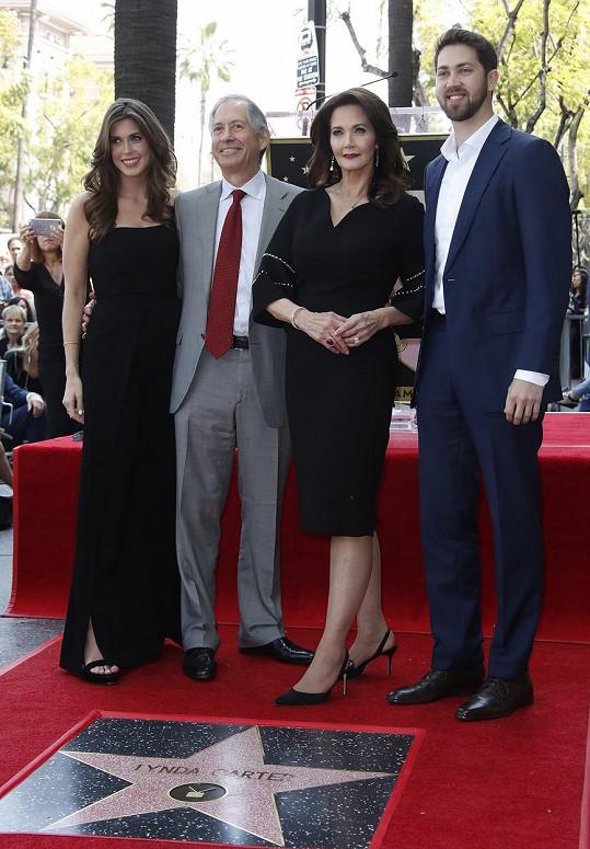 Lynda a Robert s dětmi Jessicou a Jamesem
