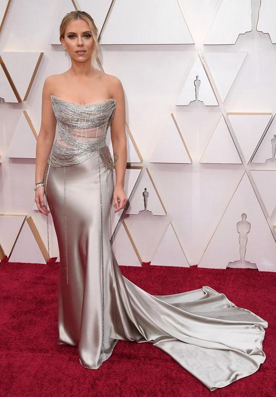 Scarlett Johansson vypadala na udílení Oscarů úchvatně.