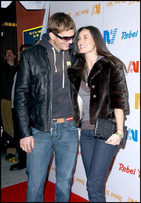 Ani manželství s o 15 let mladším Ashtonem Kutcherem jí nevyšlo. Rozvedli se v roce 2013 po osmi letech manželství.