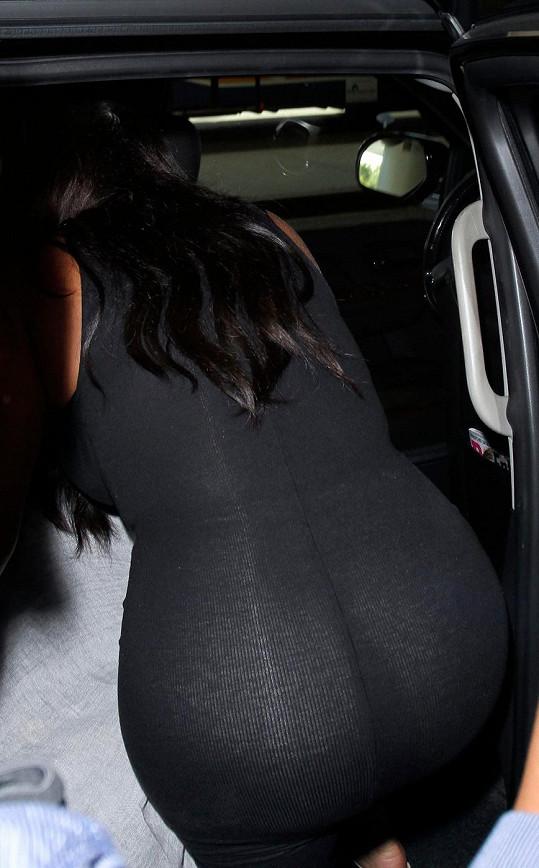 Kardashian je zezadu jasně rozeznatelnou celebritou.