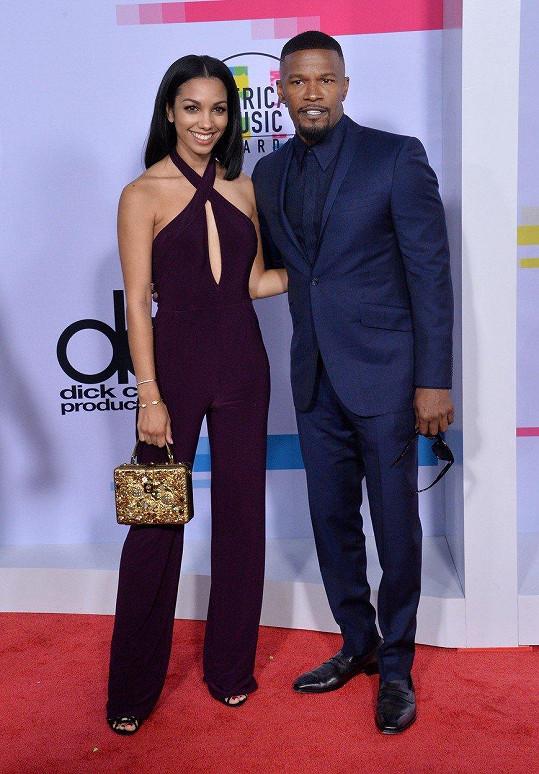 Jamie Foxx dorazil na předávání American Music Awards s třiadvacetiletou dcerou Corinne.