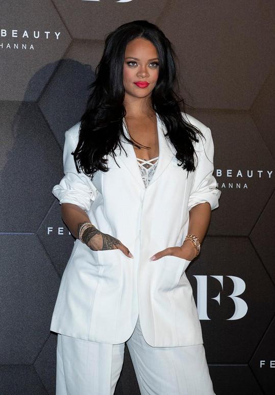 Rihanna se klidně do mateřství vrhne i bez partnera.