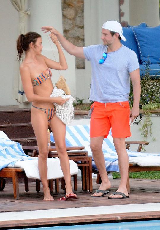 Bradley a Irina spolu vyrazili na Capri.