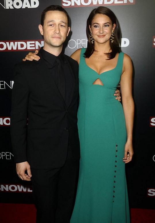 Joseph Gordon-Levitt a Shailene Woodley na premiéře filmu Snowden