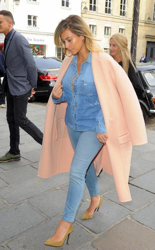 Kim aktuálně okupuje Paříž.
