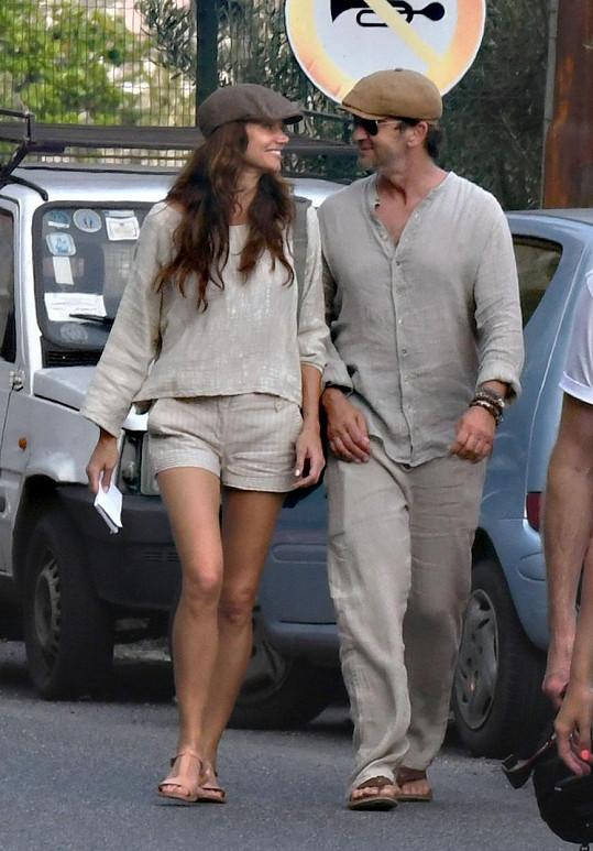 Zamilovaný pár si užívá dovolenou v Itálii.
