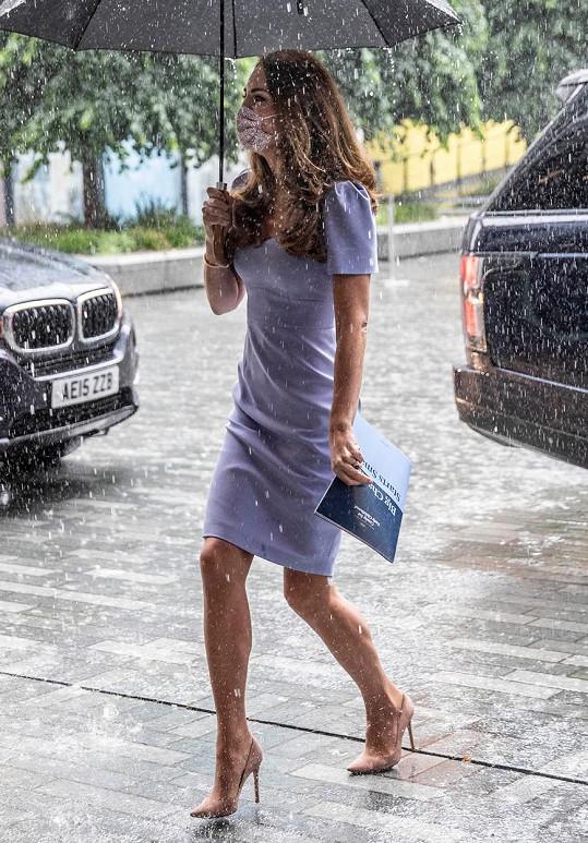 V Británii se bez deštníku nevyplatí vycházet.
