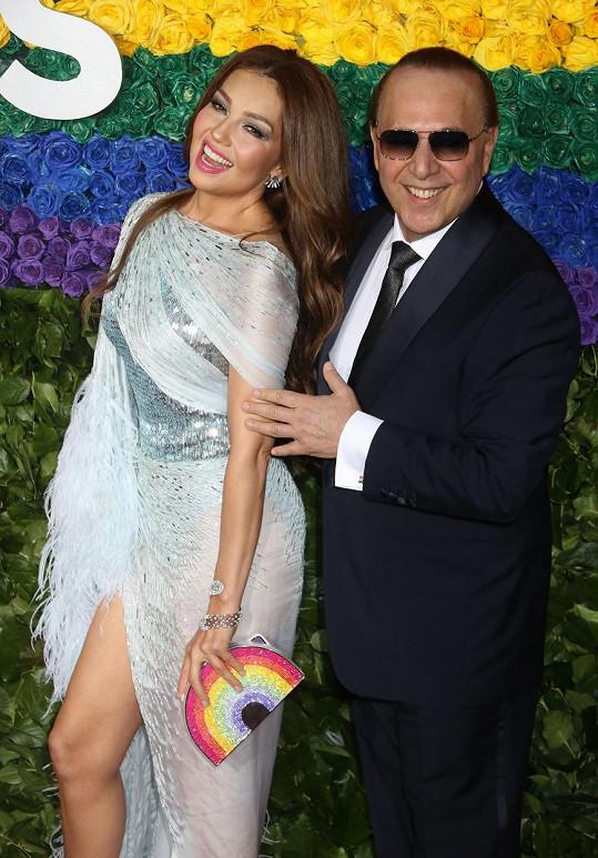 Jejím manželem je vlivný hudební producent Tommy Mottola.