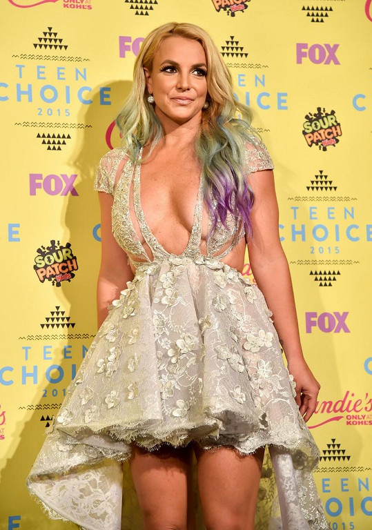 Britney se vrátila do časů, kdy byla popovou princeznou.