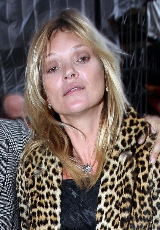 Takhle vypadá Kate Moss po návštěvě baru.