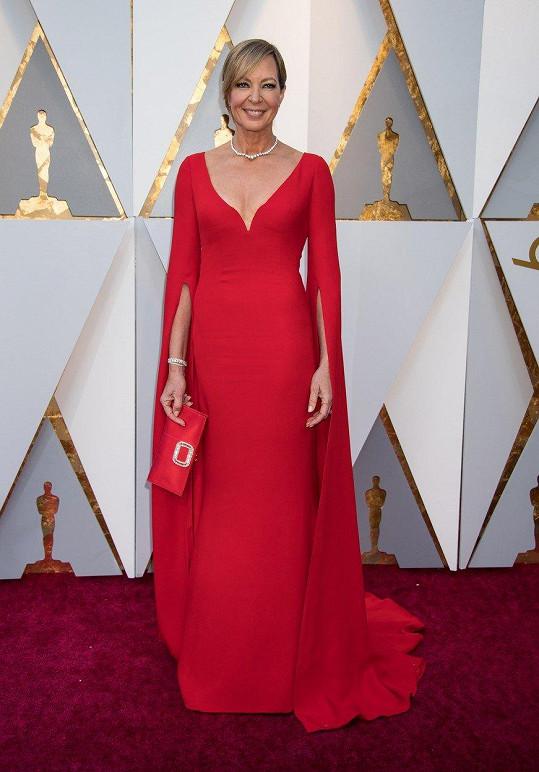 V poslední době volila Allison Janney na udílení nejrůznějších filmových cen často výstřední metalické kousky, které jakoby vypadly z šatníku Lady Gaga. Pro svého Oscara si šla ale za opravdovou dámu v tomto modelu od Reem Acra.