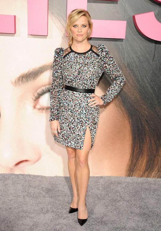 Reese vypadá i po čtyřicítce jako holčička.