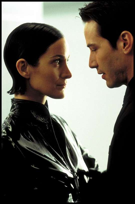 Carrie-Anne s Keanu Reevesem v Matrixu