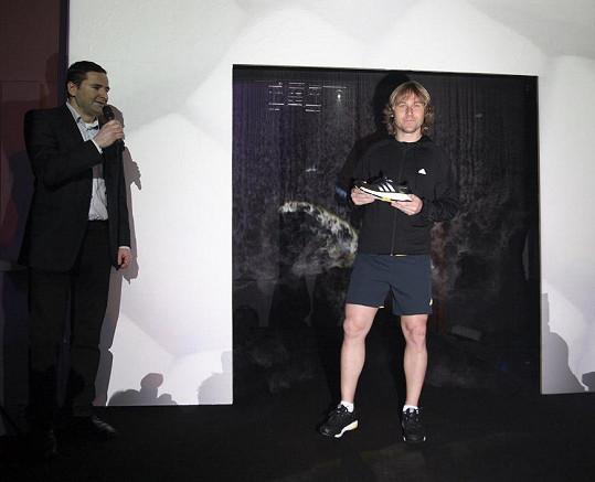 Fotbalová legenda, držitel Zlatého míče a vášnivý běžec Pavel Nedvěd představil nový model běžeckých bot.