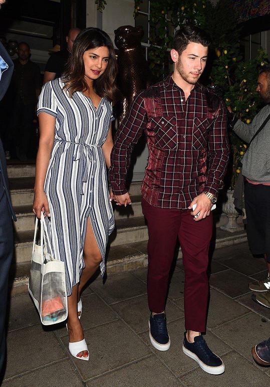 Nick a Priyanka jsou novým hvězdným párem teprve krátce.