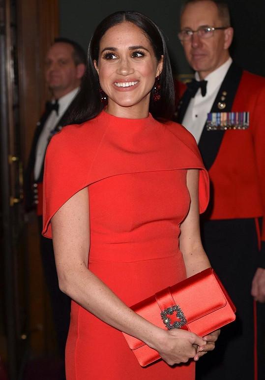 Vévodkyně Meghan se do Londýna vrátila po dvou měsících v zámoří.
