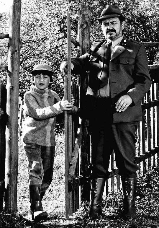 Gustáv Valach s Tomášem Holým ve filmu Na pytlácké stezce (1979)