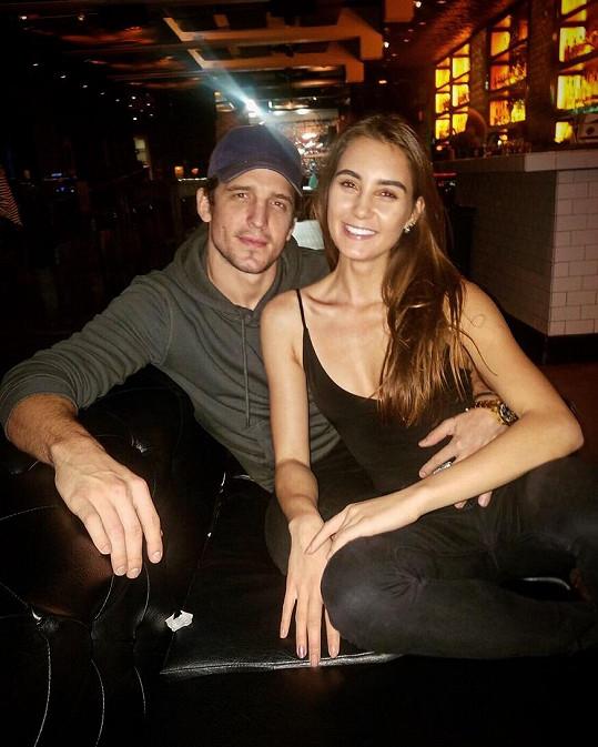 Kristýna Schicková a Shea Buckner se seznámili v Los Angeles, ale brzy se budou společně stěhovat do New Yorku. Ona bude v centru světového modelingu, on bude hrát na Broadwayi.