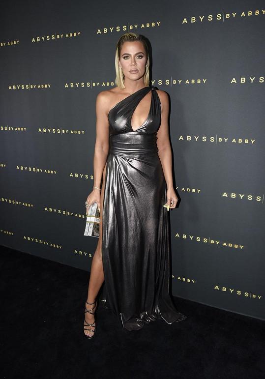 Khloé Kardashian zaujala sexy róbou.