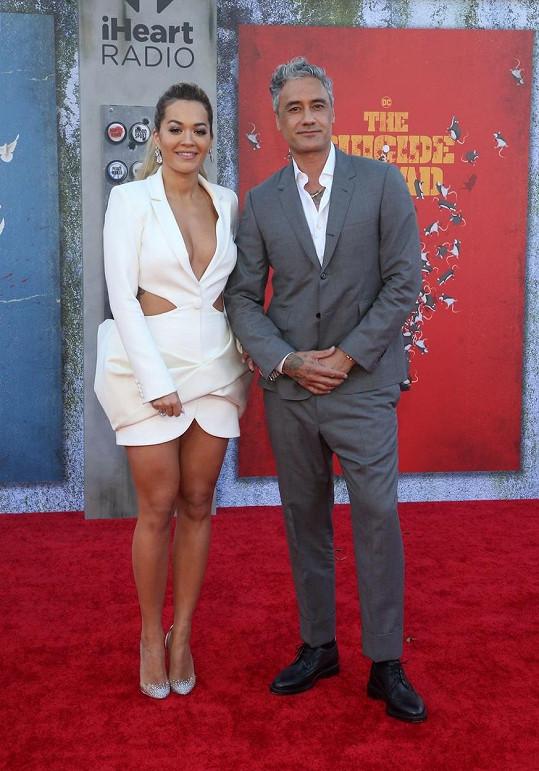 Rita Ora s přítelem Taikou Waititim na premiéře v Los Angeles. Jejich vztah začal v Austrálii, kde natáčela talentovou soutěž.