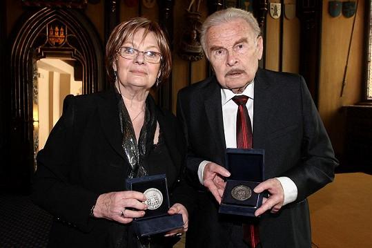Jana Hlaváčová a Luděk Munzar jsou na svou vnučku Aničku jistě pyšní.