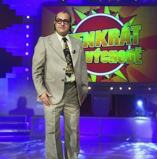Coby Urbánek uváděl na Nově zábavnou show.