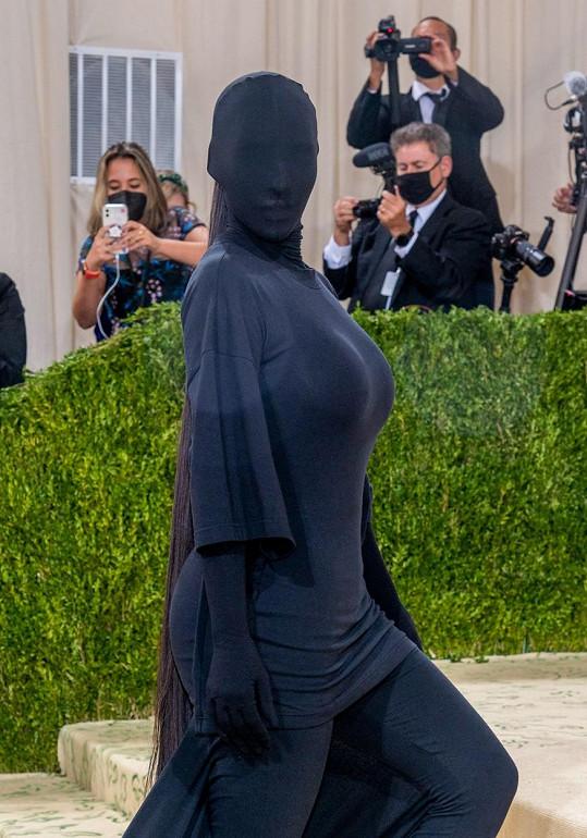 Kim Kardashian oblékla model značky Balenciaga.