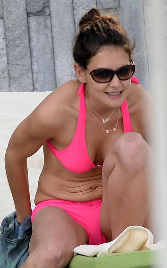 Katie Holmes předvedla štíhlé tělo.