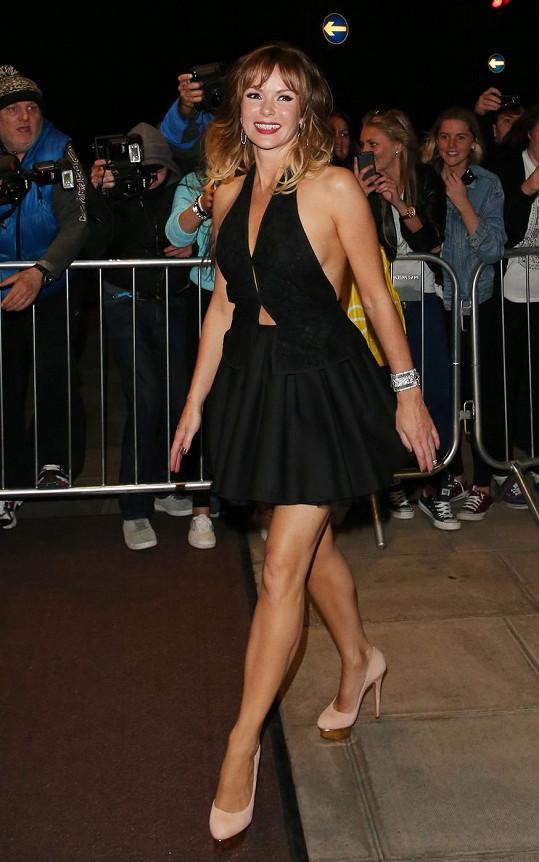 Amanda Holden si na after párty po finále soutěže Britain's Got Talent oblékla tyto koketní a roztomilé šaty zároveň.