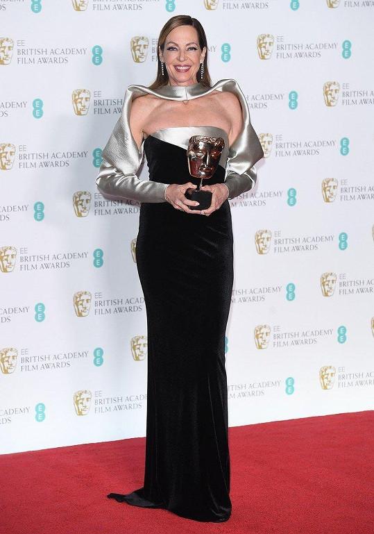 Ani na udílení cen BAFTA nesplynula s davem.