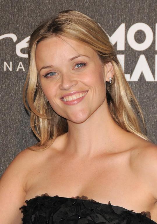 Reese Witherspoon vypadá pořád jako holčička.